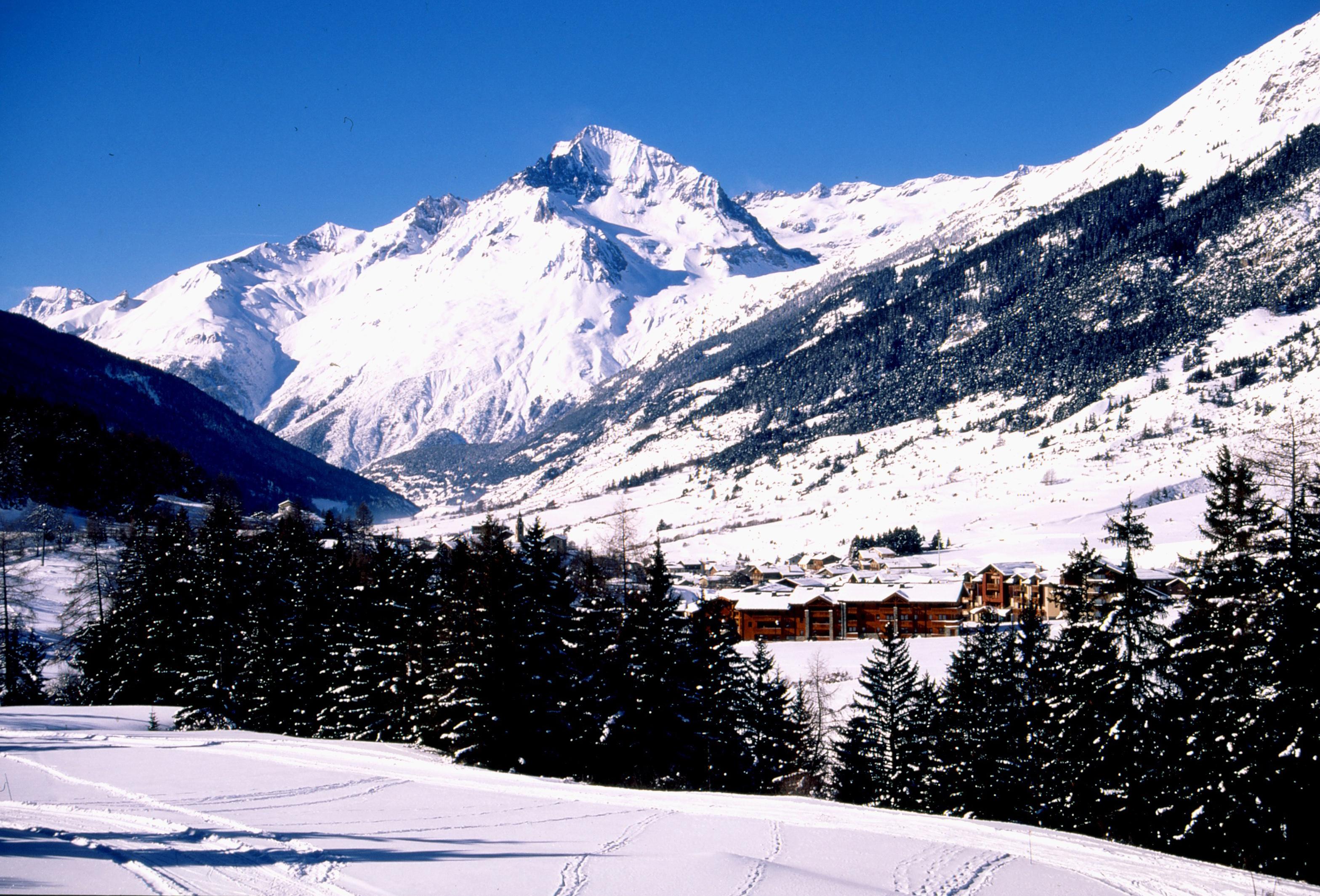 Lanslevillard ski