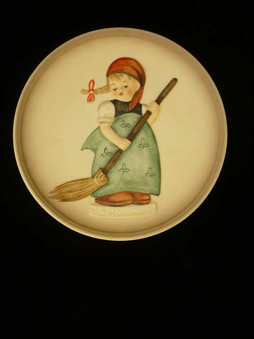 Little Homemaker Plate Hummel