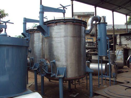 A modern, large scale distillation facility