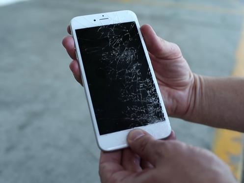 Kết quả hình ảnh cho Glass screen broken iPhone 8 plus
