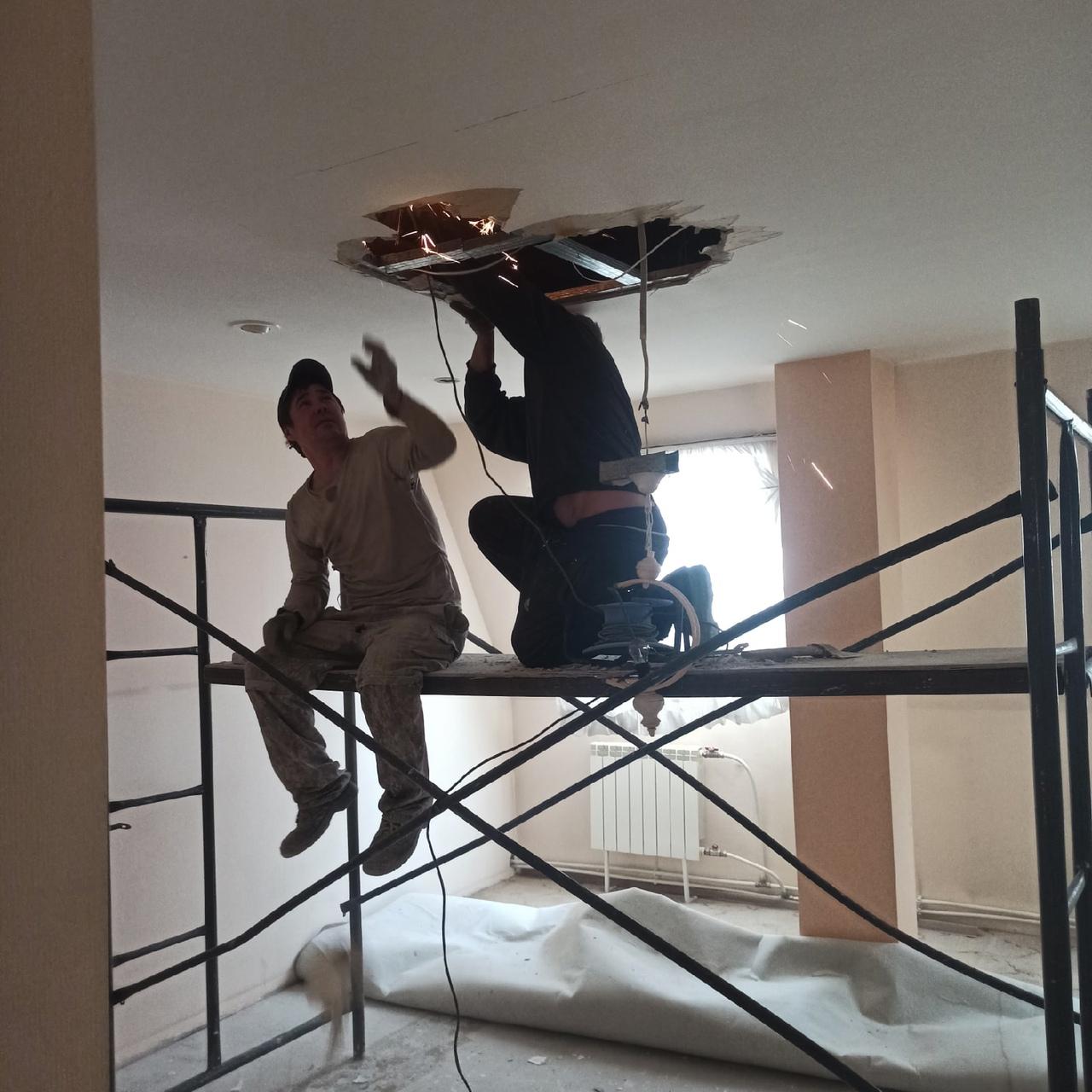 Демонтаж потолков и перегородок