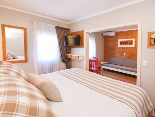 Apto Luxo Triplo - Hotel Cabanas Tio Muller - Gramado RS (2).jpg