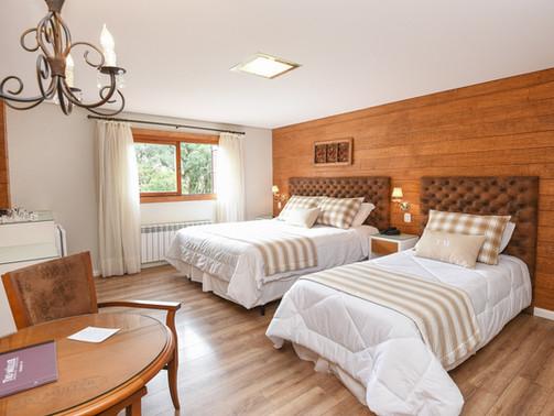 Apto Luxo Triplo - Hotel Cabanas Tio Muller - Gramado RS (3).jpg