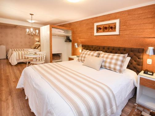 Apto Luxo Quadruplo - Hotel Cabanas Tio Muller - Gramado RS (3).jpg