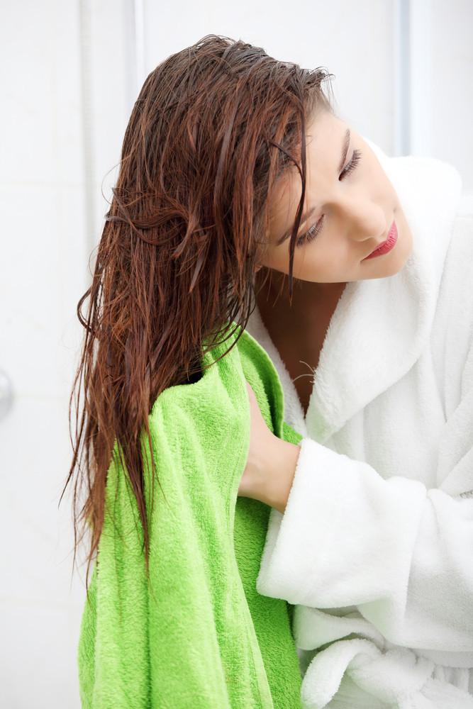 髪の毛をつやつや・サラサラにする方法!自宅でできる簡単なケア方法