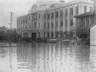 旧熊本市役所庁舎前/6.26水害.jpg