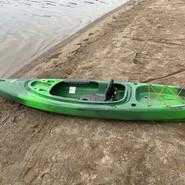 Single closed kayak