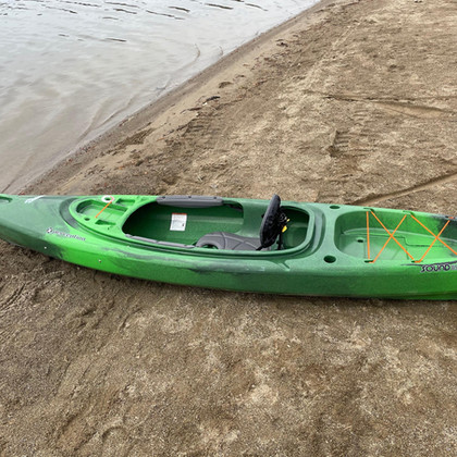 Single closed kayak
