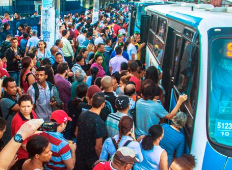 R$5,5 milhões da educação pública serão desviados para empresários de ônibus e educação privada