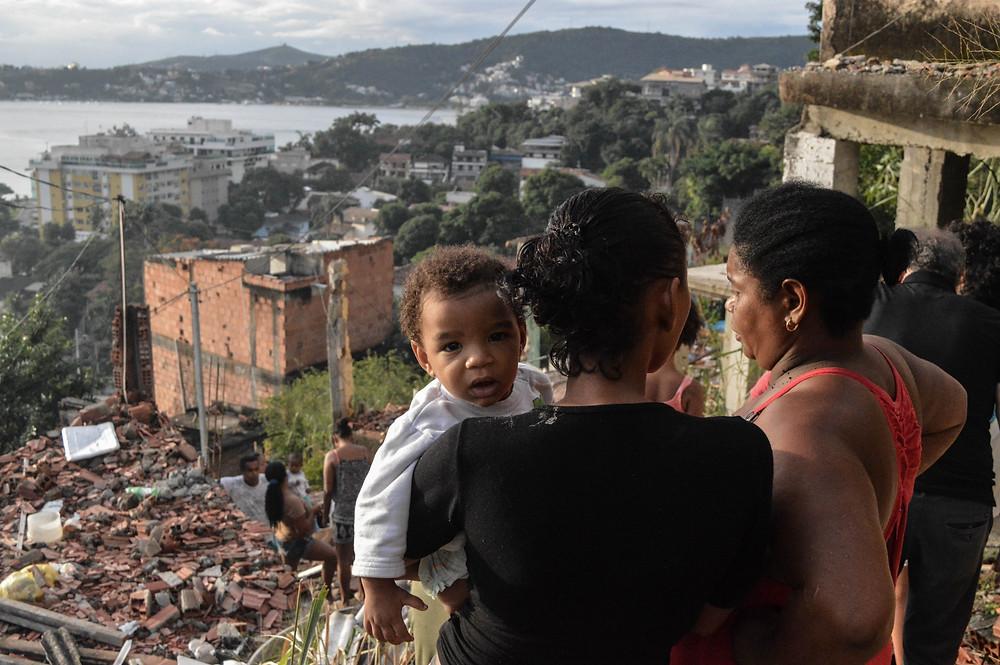 Após ver casa demolida no Preventório, Kelly Lorraine busca lar provisório para sua família | Foto de Eduarda Hillebrandt