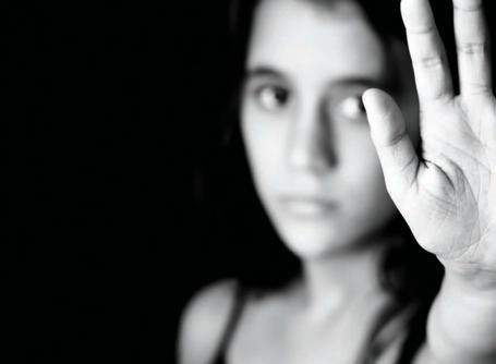 Covid: condomínios devem divulgar serviços de proteção à mulher