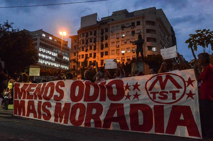 Manifestação na principal praça da cidade precede audiência pública | Foto de Eduarda Hillebrandt