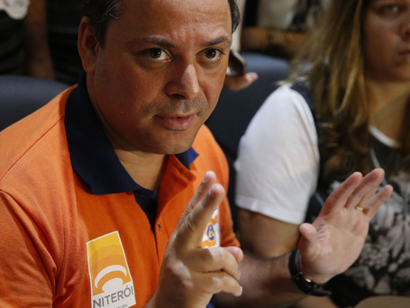 PSOL protocola pedido de comissão para investigar Rodrigo Neves