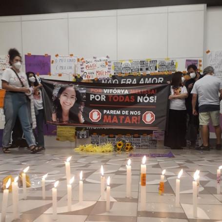 Ato de mulheres em Niterói pede justiça para Vitórya e denúncia casos de feminicídio na cidade