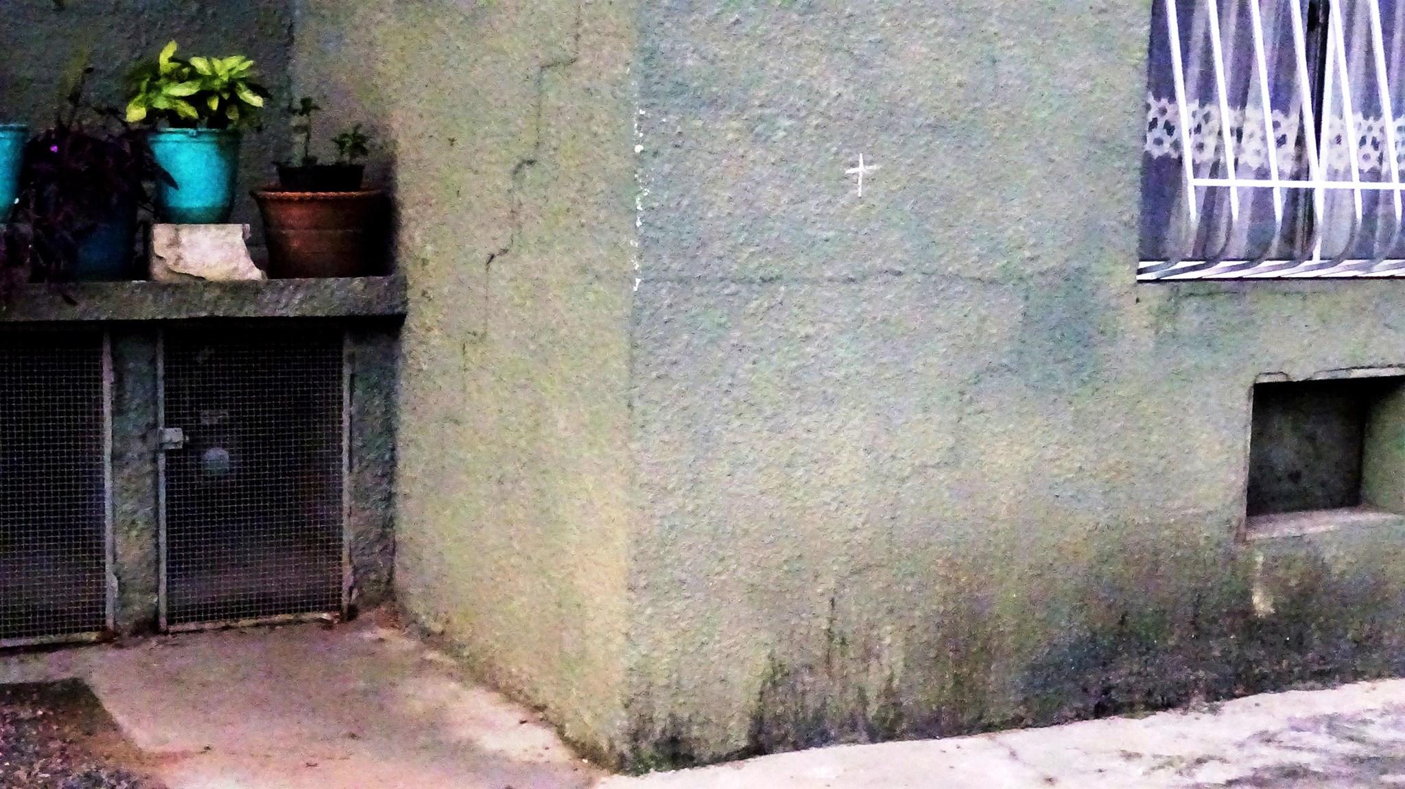 Rachaduras visíveis nas casas