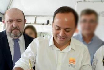 Ricardo Pessoa e Rodrigo Neves em cerimônia da TransOceânica