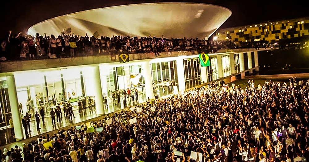 Congresso Nacional ocupado por manifestantes em junho de 2013