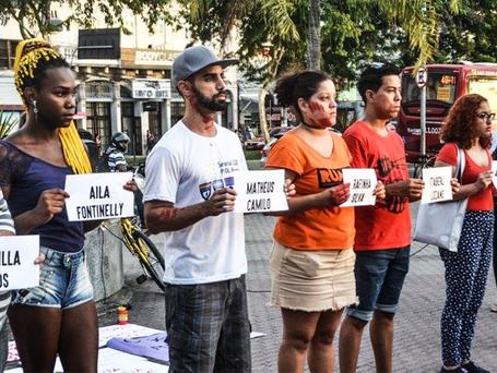 Ato em Niterói relembra história de vítimas da LGBTfobia no Brasil