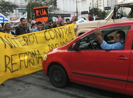 Solidariedade aos manifestantes atropelados em Niterói