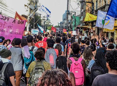 Estudantes de Niterói realizam manifestação contra PEC 55