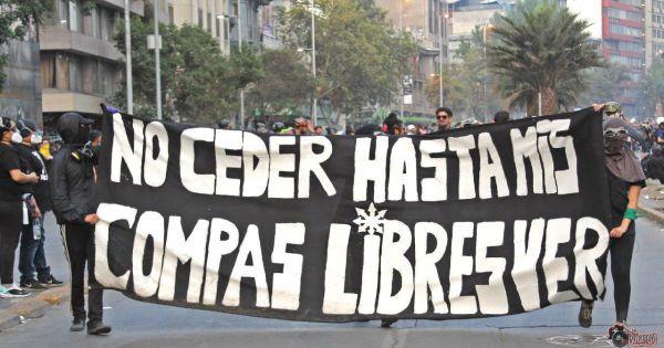 Manifestação pela libertação dos 2.500 presos políticos em Santiago, capital do Chile
