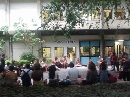 Estudantes da UFF ocupam campus de Niterói e Rio das Ostras