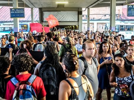 Manifestação em Niterói critica aumento das passagens municipais, intermunicipais e Bilhete Único