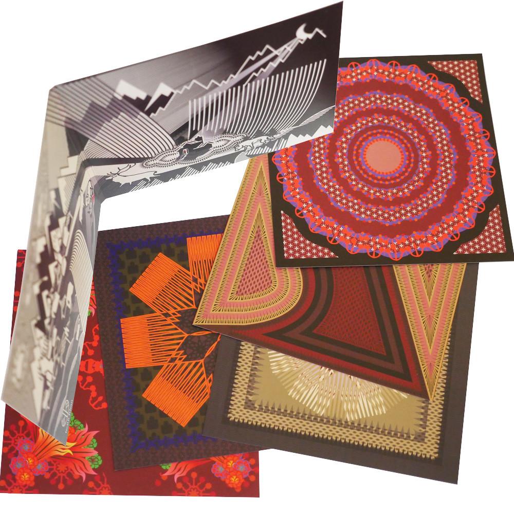 Diseños geométricos de Caperucita Roja en tarjetas