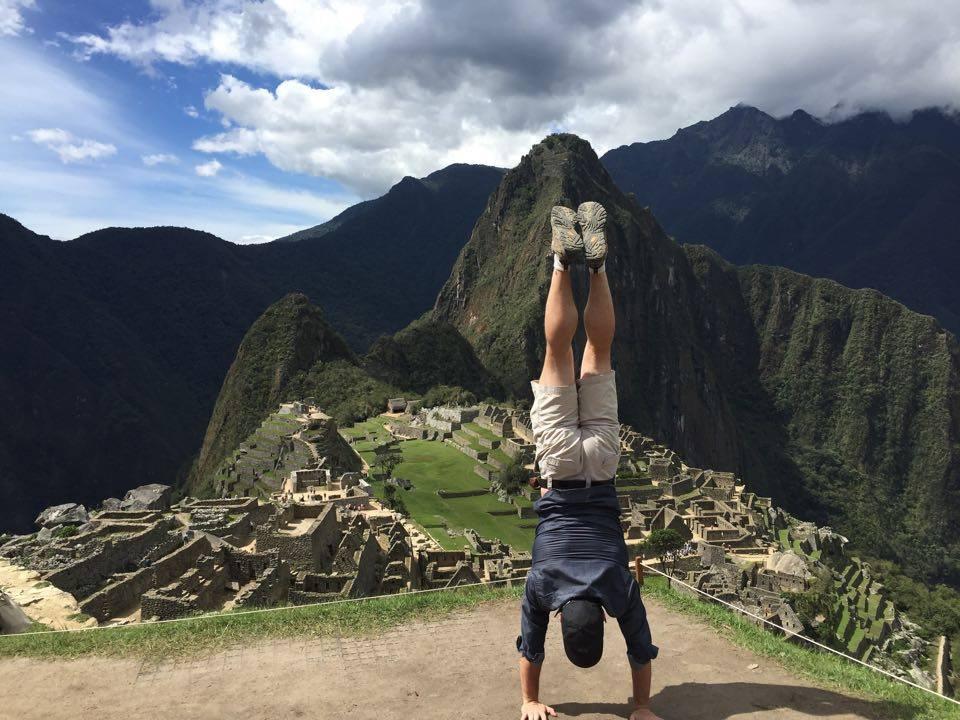 Machu Picchu, Handstand