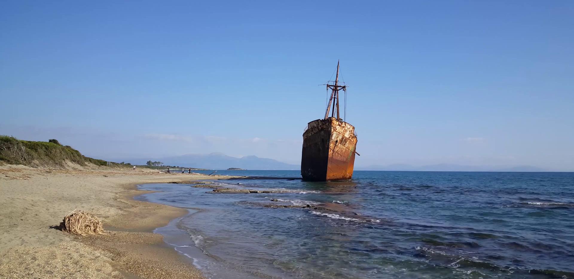 dimitrios-shipwreck-in-valtaki-greece_bi