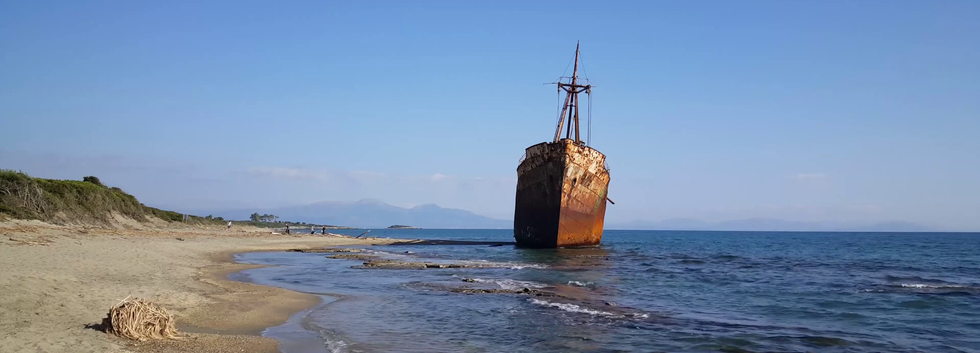dimitrios-shipwreck-in-valtaki-greece_bi