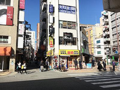 JR元町駅の正面の横断歩道