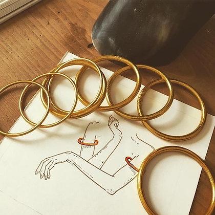 Bracelet bouddhiste pour le bras couleur dorée VERSION LARGE