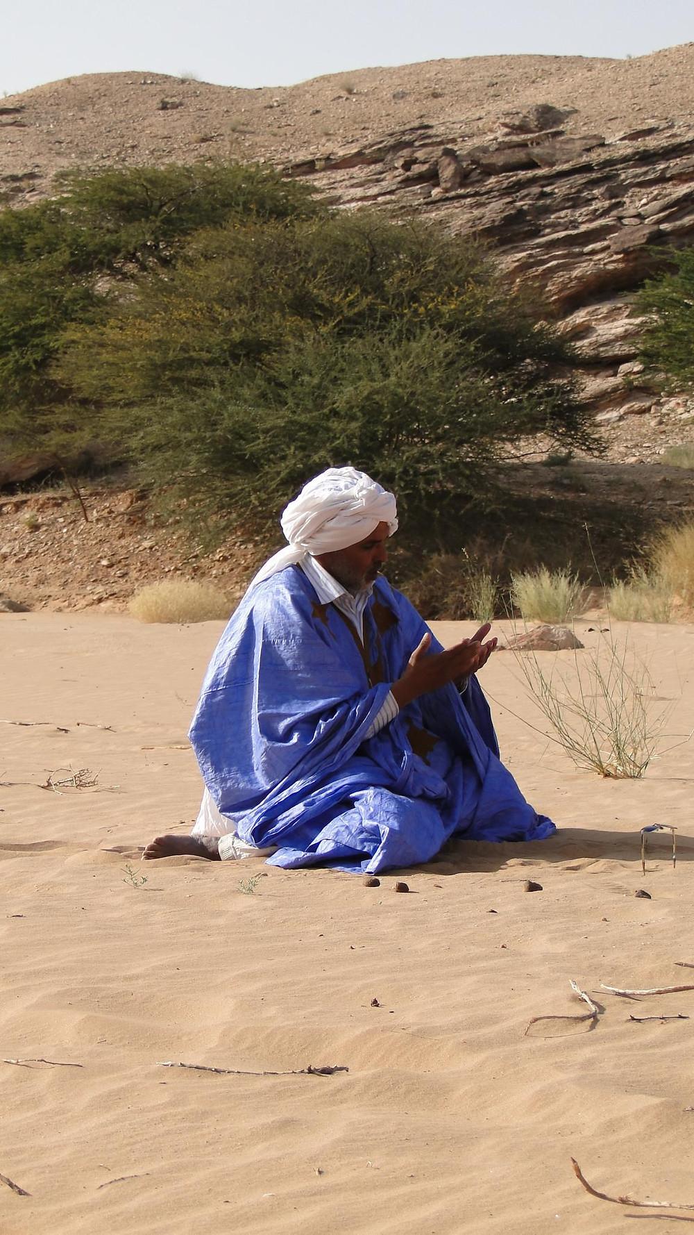 Habibollah Dlimi Ahmed Ould Mokhtar est le Président Fondateur de l'association Al Badia qui regroupe 223 éleveurs de dromadaires. Il est le Premier éleveur de chameaux de course du Maroc.