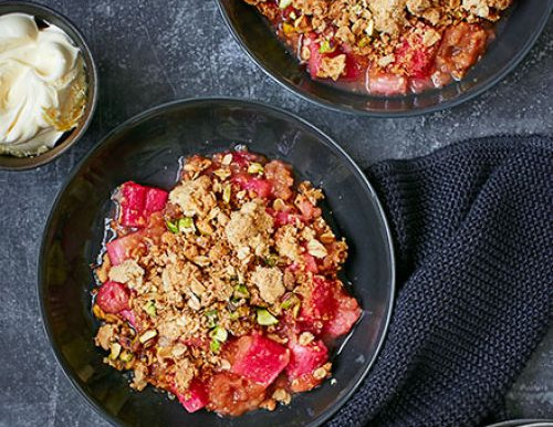 This super easy, lightly spiced crumble is a family favourite all year round!