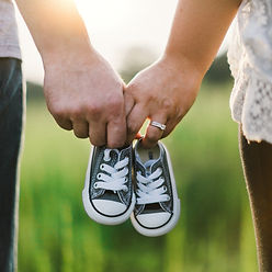 COUPLE WITH BABY SHOESdrew-hays-28855-un