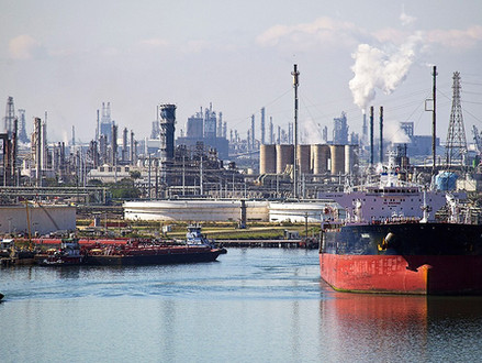 Race Is on to Build Offshore Oil Export Terminals