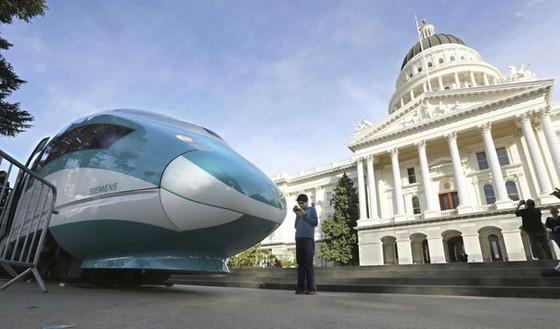 California: Trump plan to take back rail money 'disastrous'