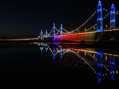 Chinese bridge turns Yellow Sea into a rainbow