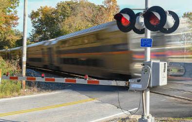 GAO: USDOT should evaluate grade crossing safety program