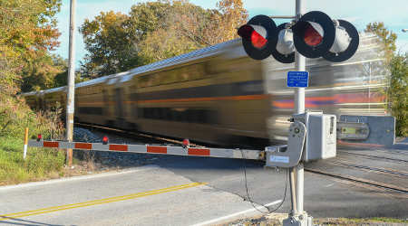 GAO: USDOT should evaluate grade crossing safety program