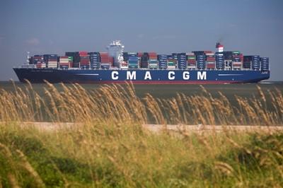Savannah serves largest vessel ever to call on East Coast
