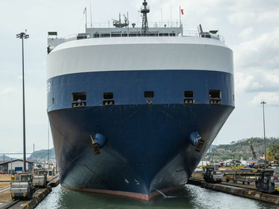Box ships dominate Panama Canal's record tonnage