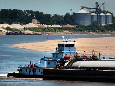 West Memphis beefing up deepwater port's rail service with an eye toward creating jobs