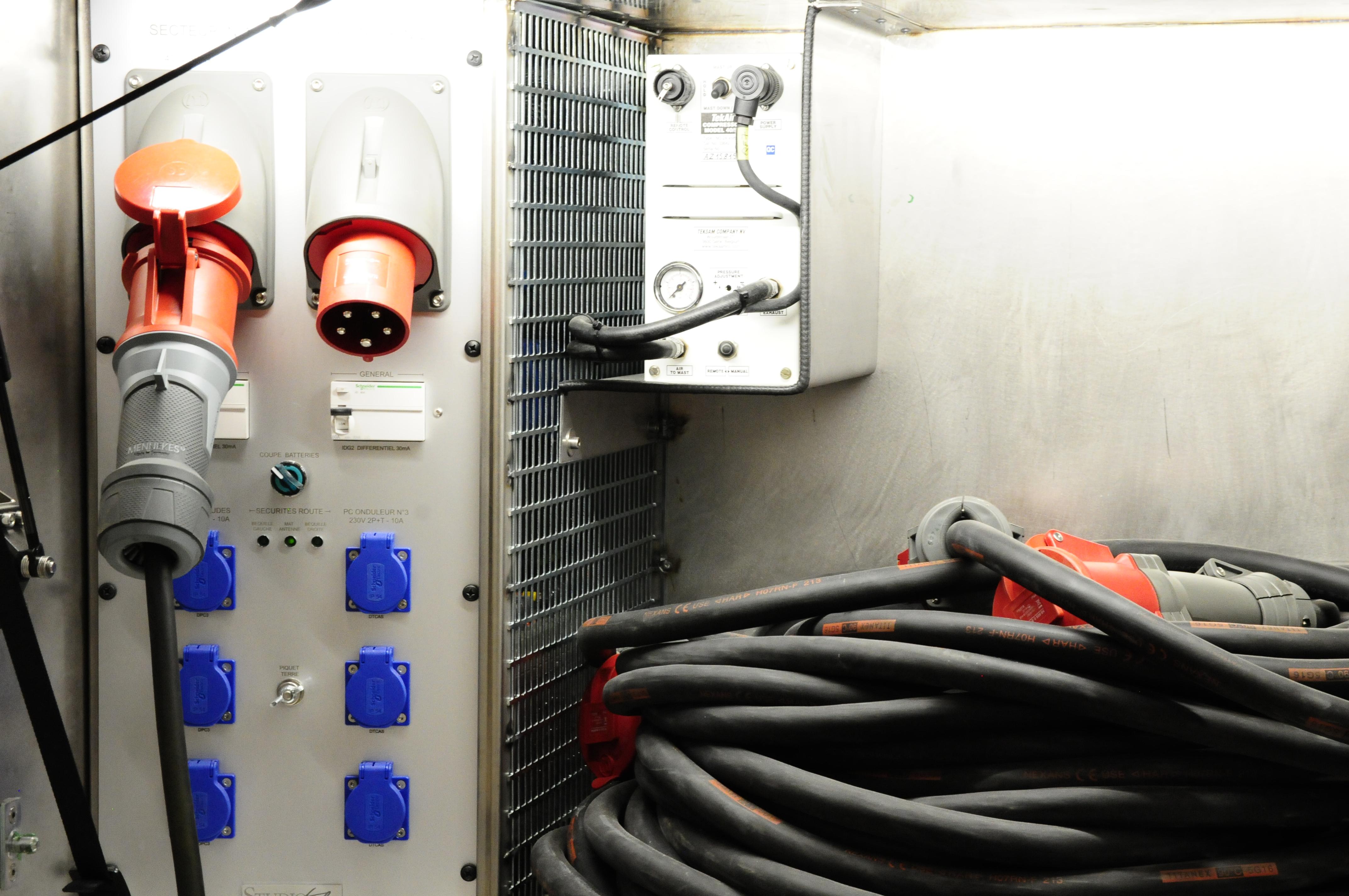External power supply & mast compressor.