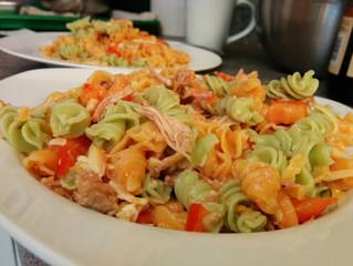 Salade de pâtes tiède à la dinde et cheddar
