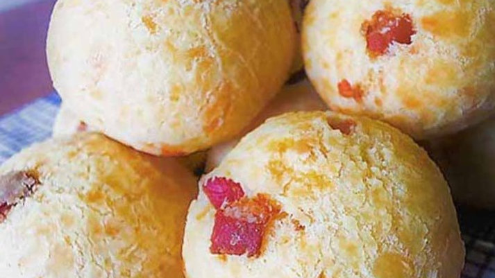 CHEESE BREAD WITH GUAVA FILLING