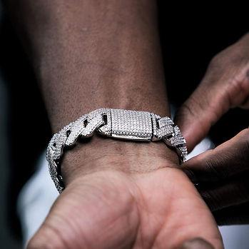 19mm-diamond-prong-cuban-bracelet-white-gold-meta-vermeil-bracelets-6ix-ice-6-llc-gesture-