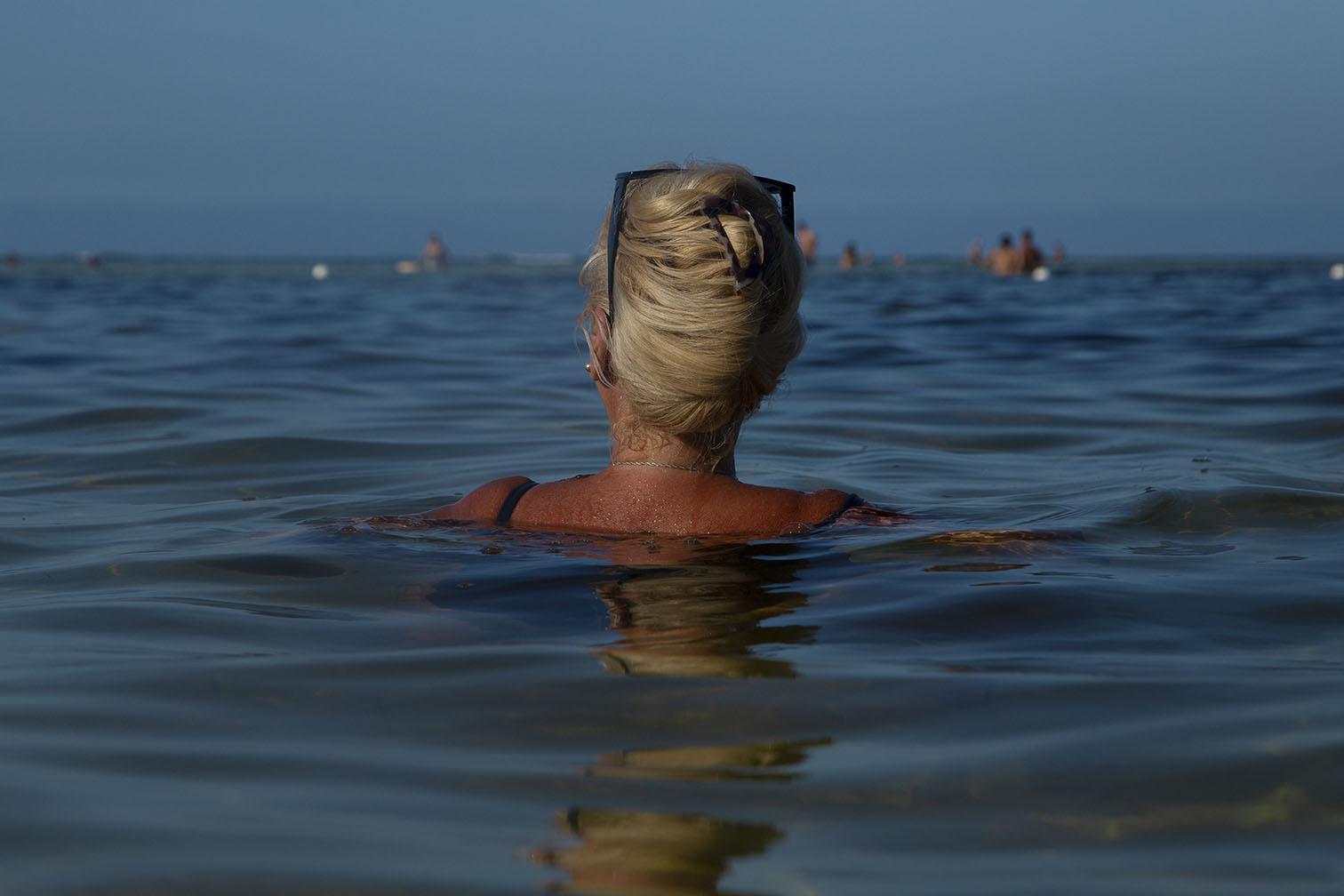 Water is like the skin/El agua es como la piel/