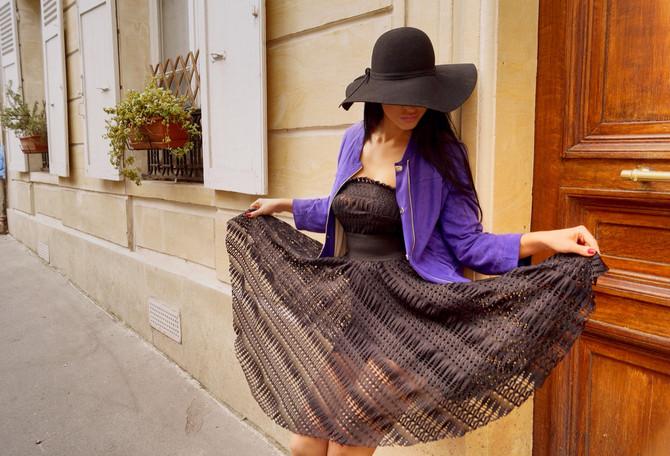 Носки, багет и шляпа - экстраординарный набор для парижских улиц